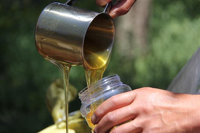 šálek medu