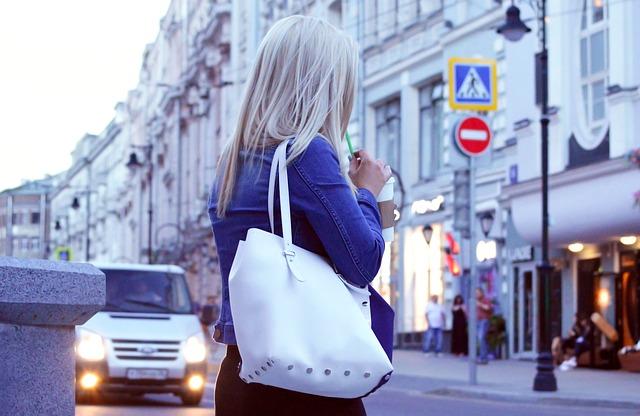 kabelka bílý