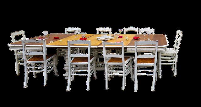 stůl a deset židlí