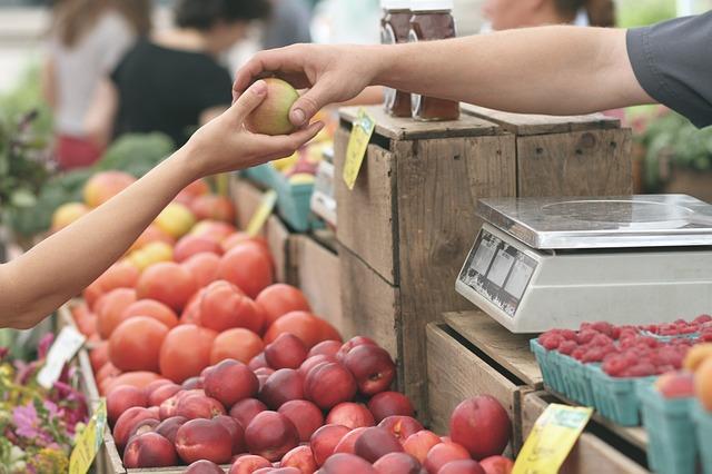podávání jablka