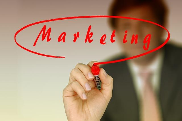 "slovo ""marketing"" v červeném kruhu"